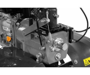dettaglio motore diesel Motozappa Bertolini 218